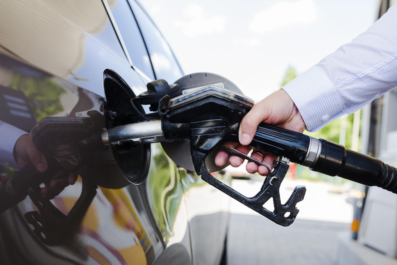 Бензин під тиском дешевого газу: дякую, що живий?
