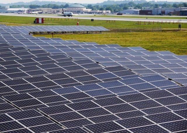 Американский аэропорт полностью работает на солнечной энергии