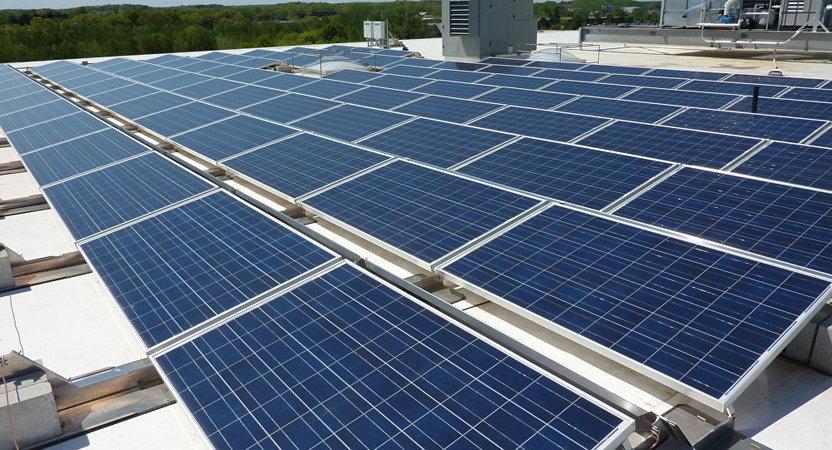 На Tesla подали до суду через неякісні сонячні батареї