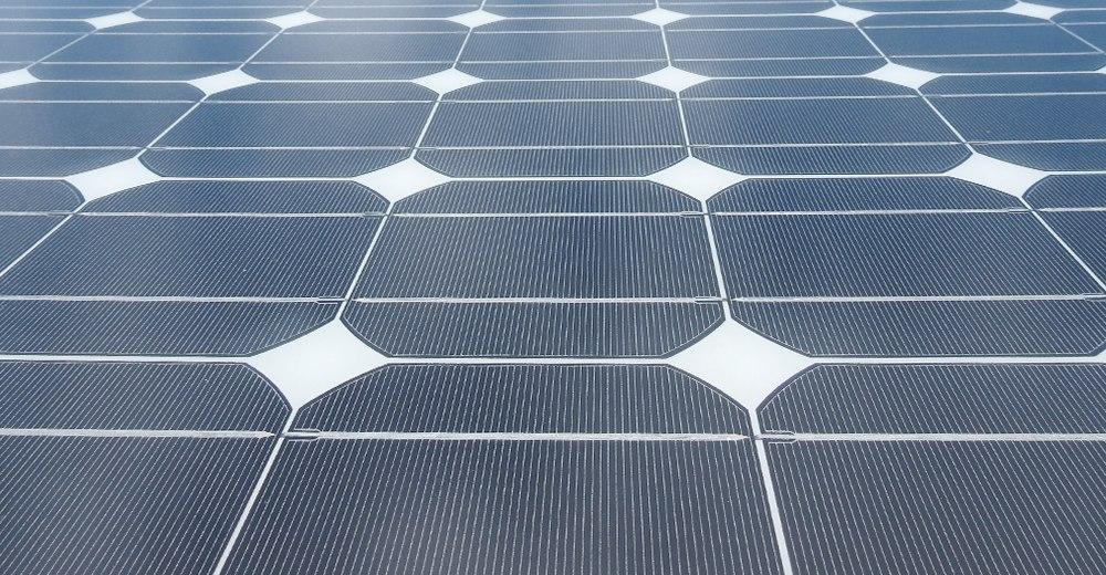 Питание электрического теплого пола от солнечных панелей: совместимость, подключение и преимущества эксплуатации