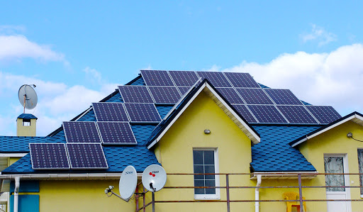 В 2020 году владельцы частных солнечных станций в Киеве заработали почти 10 млн грн