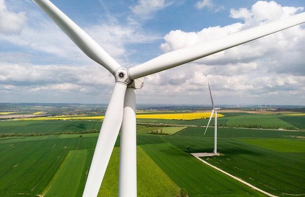 Франция планирует построить 300 ГВт солнечных и ветровых электростанций к 2050 году