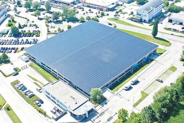 У Німеччині запрацювала найбільша автостоянка з дахом з сонячних батарей