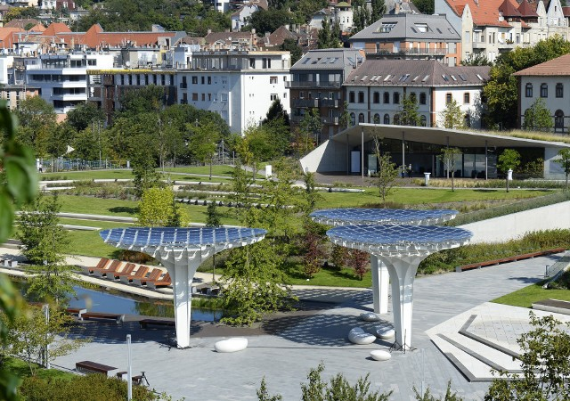 "A park with ""solar"" trees opened in Budapest"