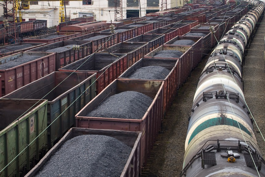 В ОБСЄ «засікли» 60 вагонів з вугіллям, які їхали з Луганської області в РФ