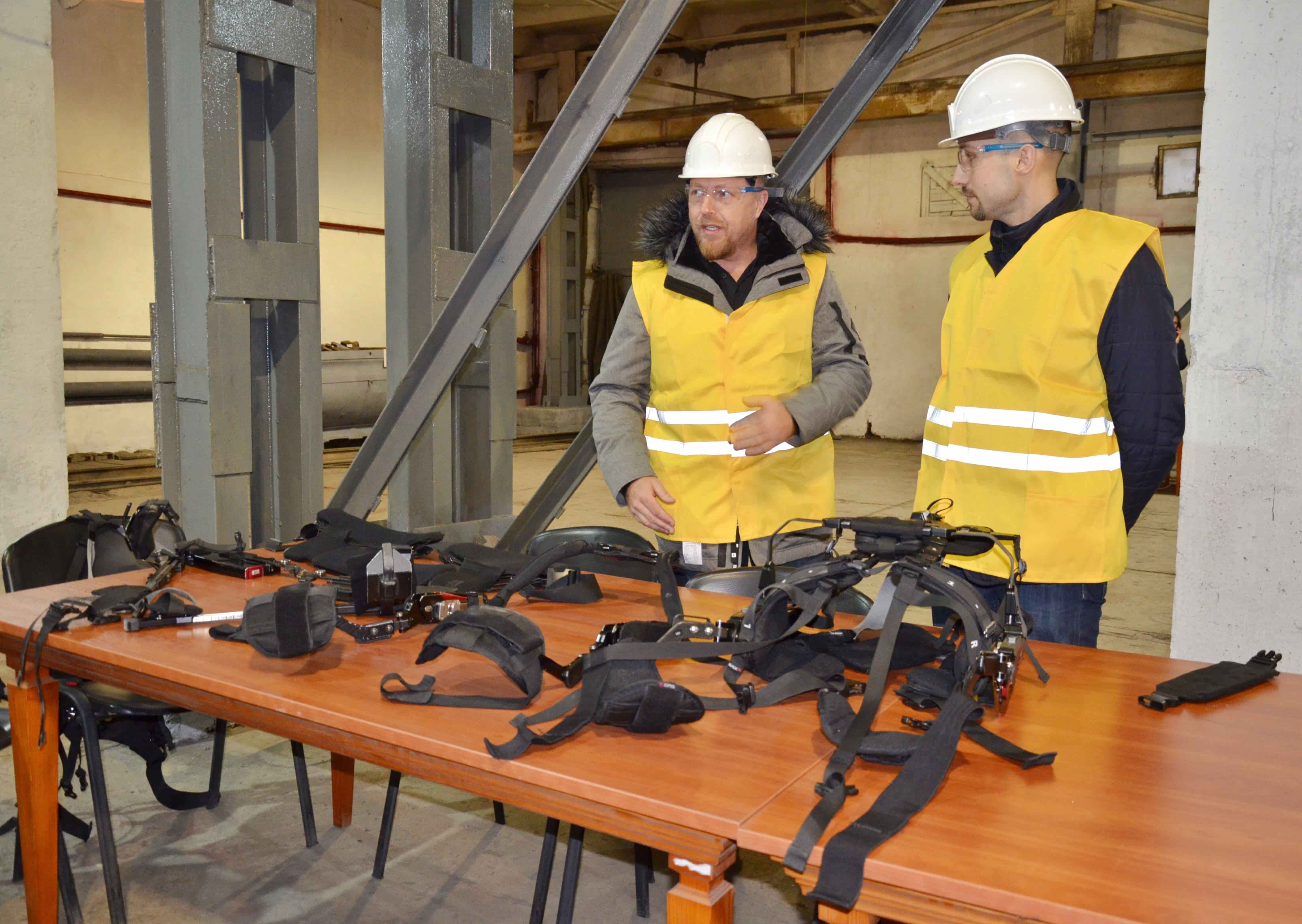 «ДТЕК» випробував екзоскелети для роботи на шахтах та ТЕС