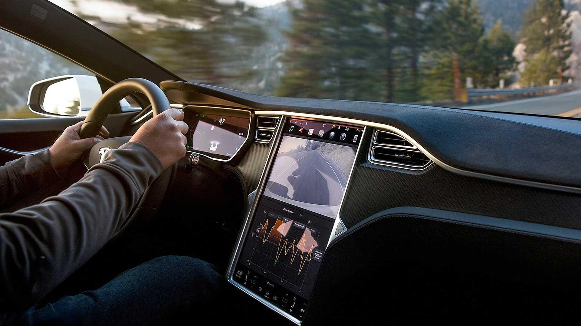 США требуют от Tesla отозвать 158 тыс. автомобилей из-за неисправности