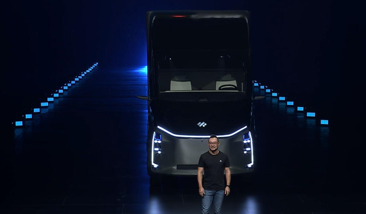 В Китае представили электрический грузовик с автопилотом