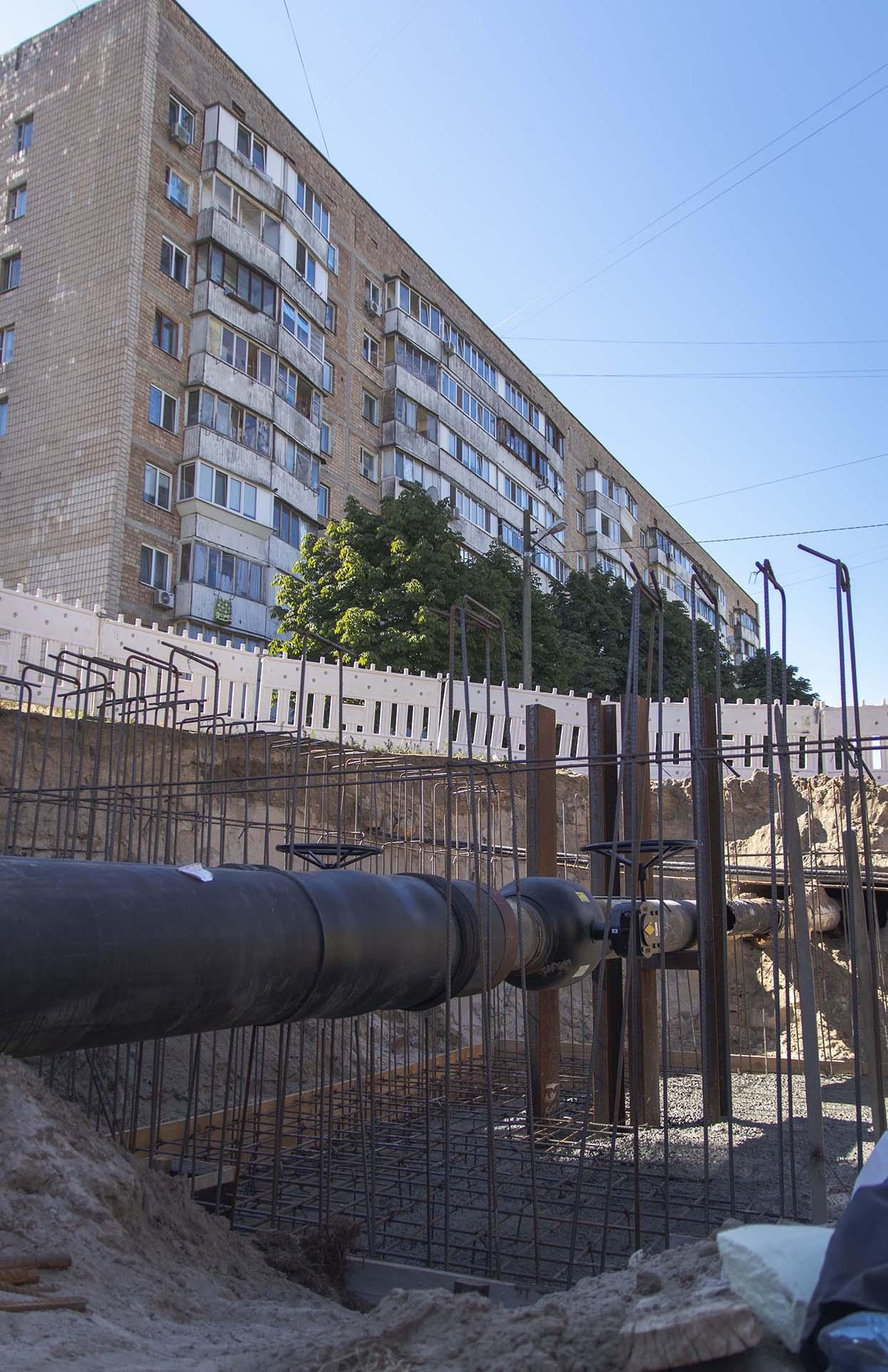 «Киевтеплоэнерго» заменяет 1,5 км теплосетей, которыми поставляется тепло на Борщаговке