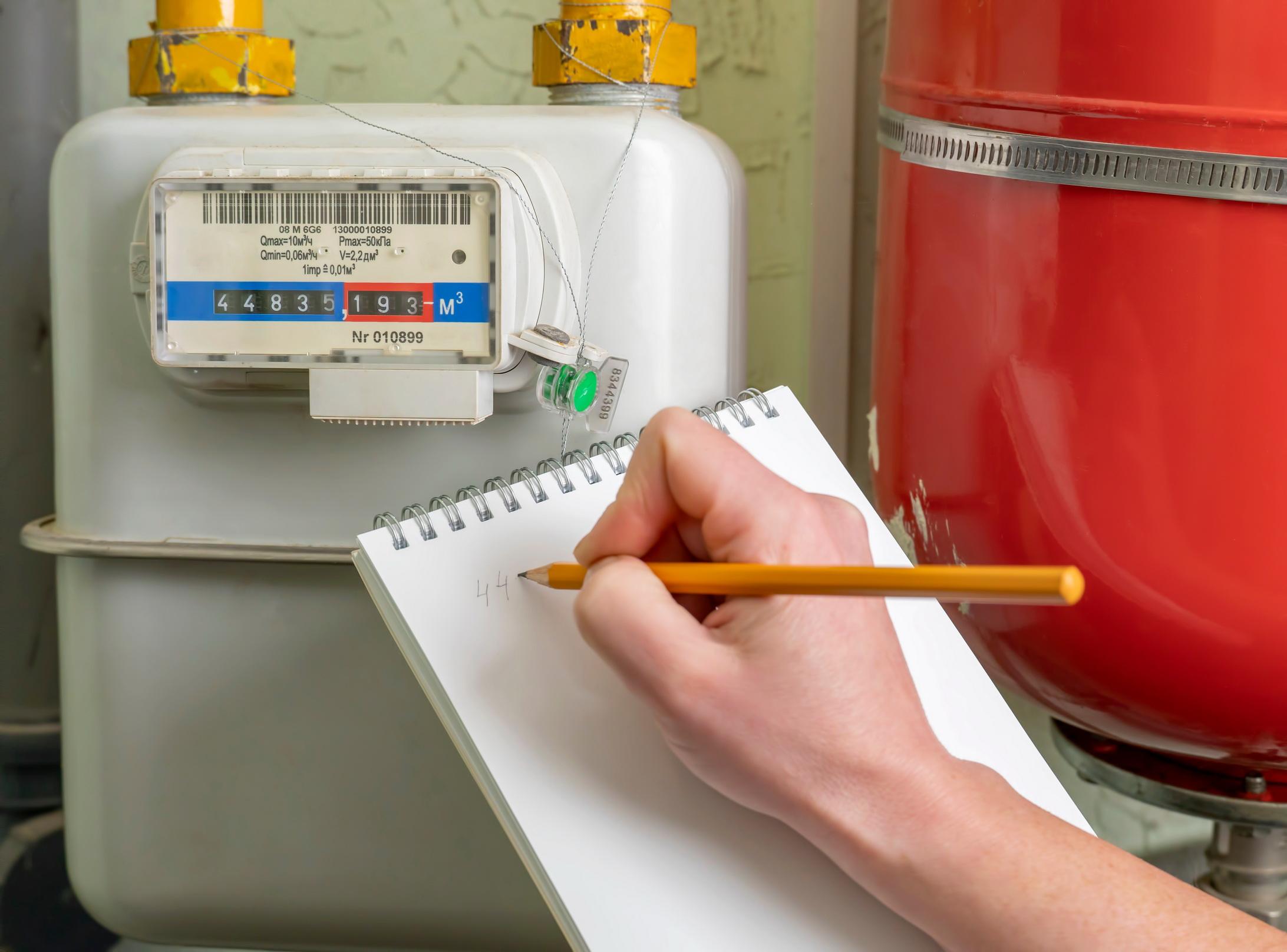 Газовики ходят по домам: чем грозит потребителям ложь об объемах потребленного газа