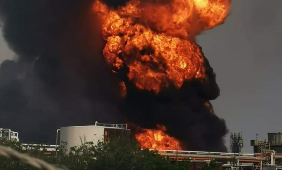 Взрывы и пожар произошли на НПЗ на востоке Мексики