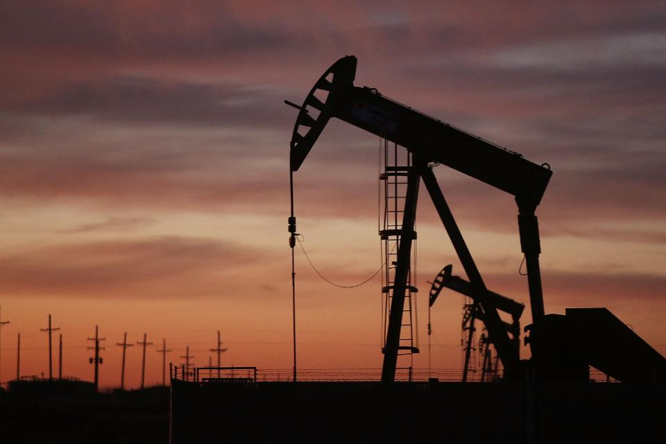 Oil prices go down, but end with growth for the fourth month in a row
