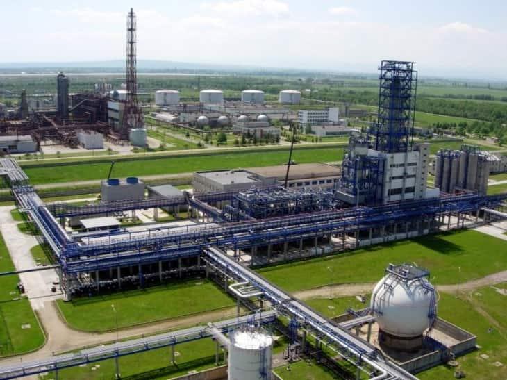 «Карпатнафтохім» почав імпорт сировини морем через обмеження Росії