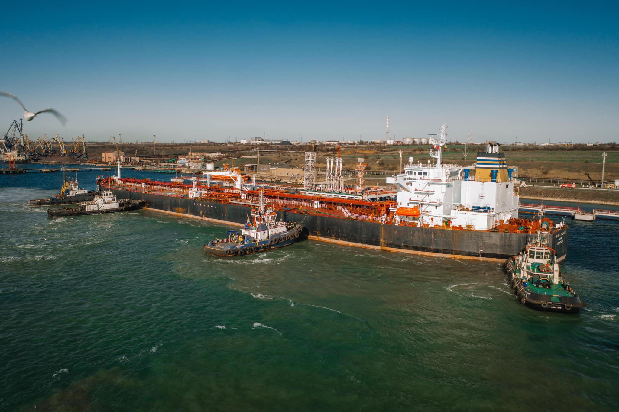 Ukrtransnafta receives fifth oil tanker for Belarus