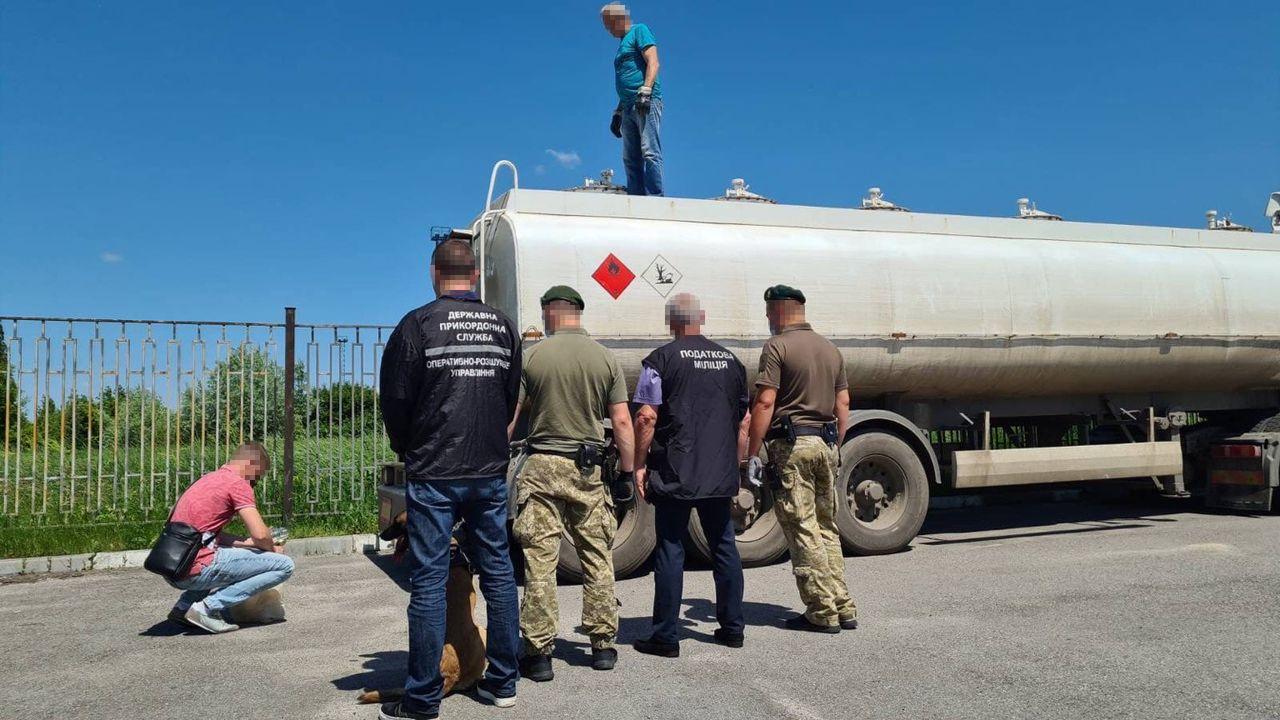 ДФС виявила канал постачання сировини для незаконного виготовлення палива у Харківській області