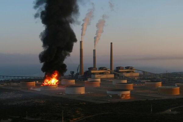 В Израиле загорелся нефтепровод из-за обстрелов со стороны сектора Газа