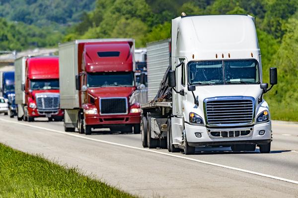 Летний сезон в США может оказаться под угрозой из-за нехватки водителей бензовозов