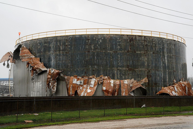 Ураган «Іда» зруйнував НПЗ компанії Phillips 66