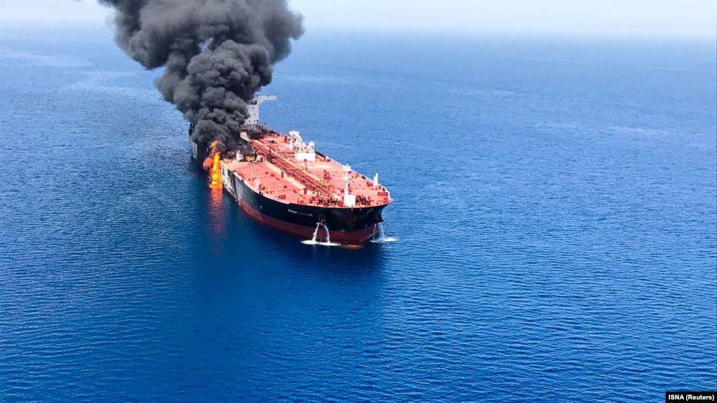 На іранському танкері з нафтою сталося два вибухи у водах Саудівської Аравії